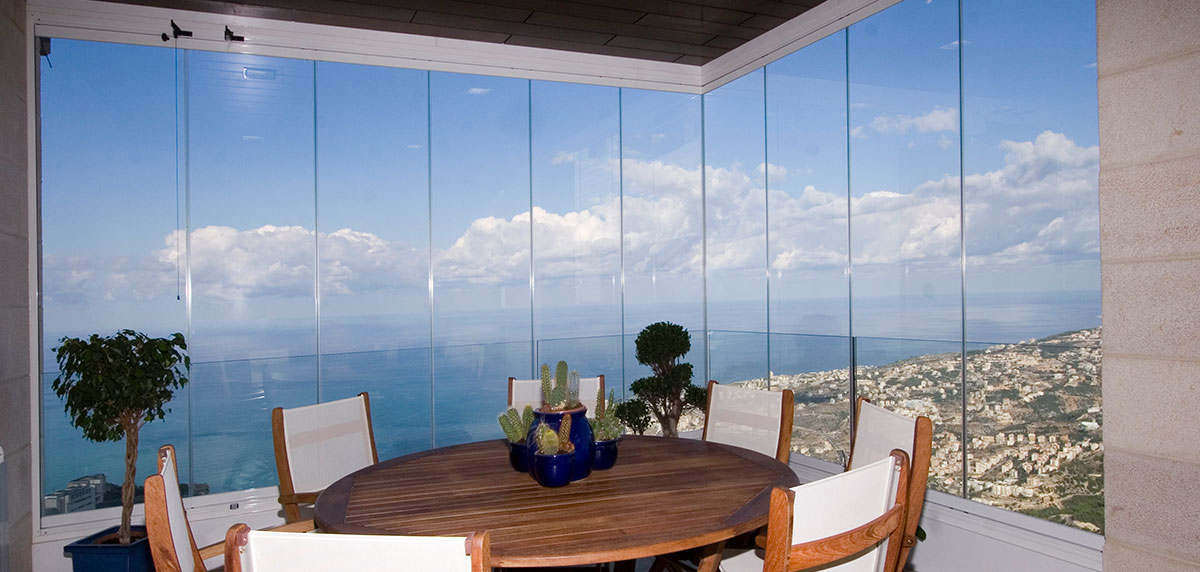 Carpinteria aluminio cristaleria especialistas cortinas de for Cortina cristal terraza
